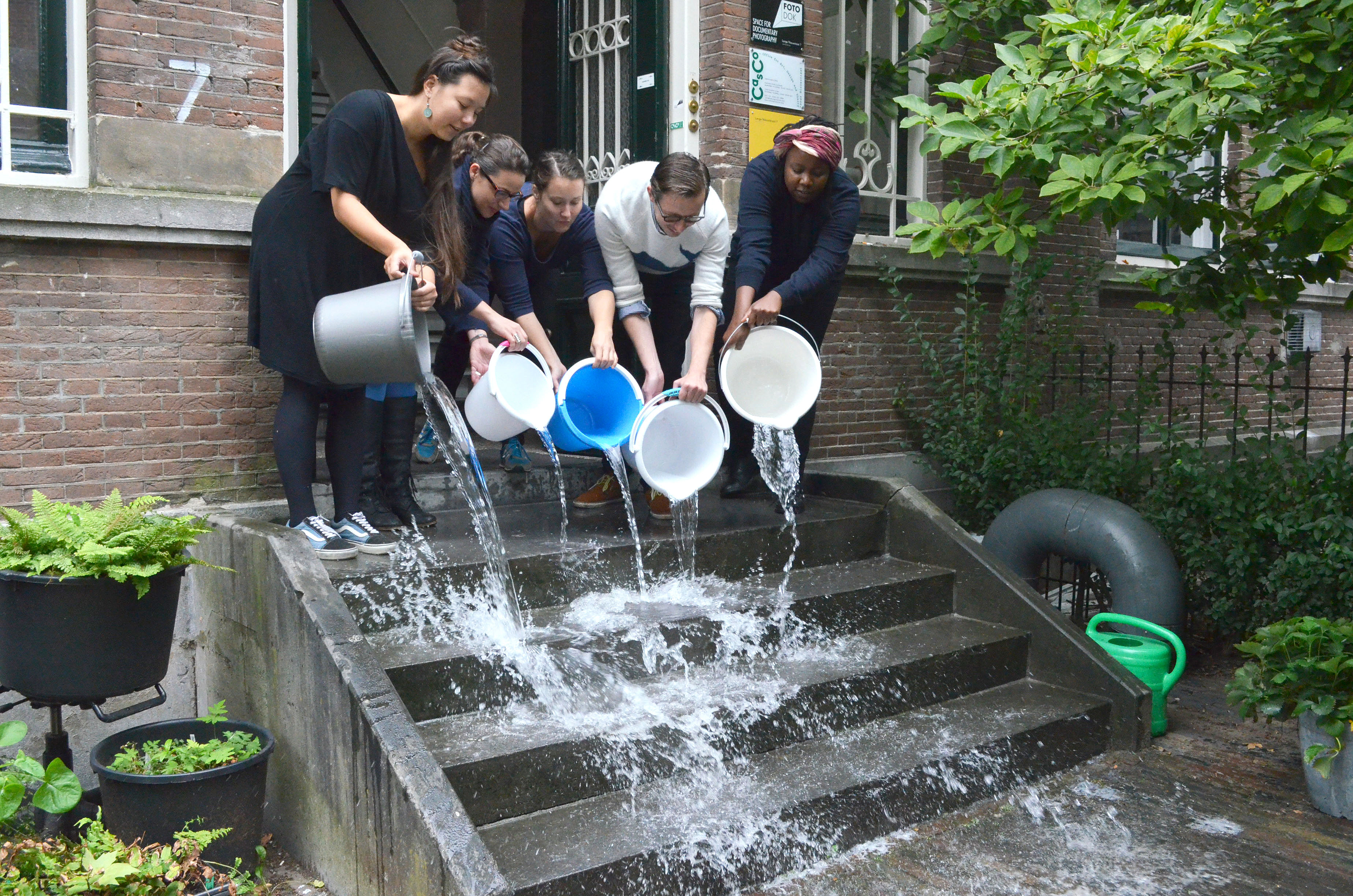 Annette Krauss & the Casco Team, Unlearning exercise #3: collective cleaning, as part of Site for Unlearning (Art Organisation), 2014, at Casco, Utrecht.